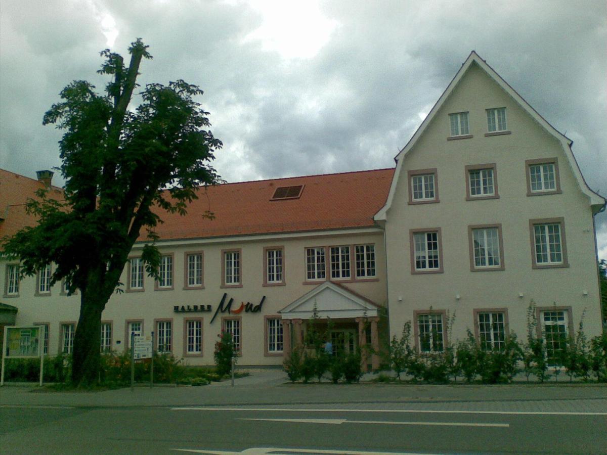 Halber Mond _in Heppenheim_ hier fand am 10. Oktober 1847 die Heppenheimer Versammlung statt
